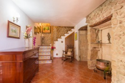 Лестница наверх. Испания, Польенса : Уютная вилла обставленная в традиционном стиле, с 2 спальнями, 1 ванной комнатой и собственным бассейном, барбекю, шезлонгами.