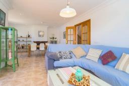 Гостиная / Столовая. Испания, Порто Колом : Современная ухоженная вилла для отдыха на Майорке, с 4 спальнями, 3 ванными комнатами и большим частным бассейном