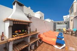 Зона барбекю / Мангал. Испания, Лансароте : Красивая вилла с видом на море, в 5 минутах от песчаного пляжа, с 4 спальнями, 2 ванными комнатами, а также отдельным бассейном с подогревом