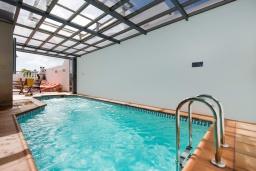 Бассейн. Испания, Лансароте : Красивая вилла с видом на море, в 5 минутах от песчаного пляжа, с 4 спальнями, 2 ванными комнатами, а также отдельным бассейном с подогревом