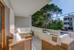 Терраса. Испания, Польенса : Прекрасная уютная вилла на побережье, с 3 спальнями и 2 ванными комнатами.