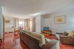 Гостиная / Столовая. Испания, Польенса : Прекрасная уютная вилла на побережье, с 3 спальнями и 2 ванными комнатами.