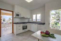 Кухня. Испания, Польенса : Прекрасная уютная вилла на побережье, с 3 спальнями и 2 ванными комнатами.