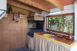 Зона барбекю / Мангал. Испания, Са Рапита : Очаровательная вилла для отдыха на испанском на испанском острове Майорка,