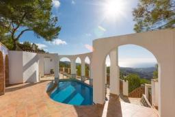 Бассейн. Испания, Фрихильяна : Роскошная вилла с видом на море и горы,  2 спальнями, 2 ванными комнатами, а также собственным бассейном, WIFI, парковка