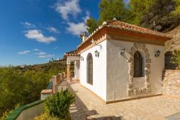 Терраса. Испания, Фрихильяна : Роскошная вилла с видом на море и горы,  2 спальнями, 2 ванными комнатами, а также собственным бассейном, WIFI, парковка