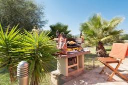 Зона барбекю / Мангал. Испания, Польенса : Традиционная средиземноморская вилла с мезонином, частным садом, бассейном и открытой парковкой находится в Полленсе, в нескольких минутах езды от ее центра, 3 спальни, 2 ванные комнаты, Wi-Fi.