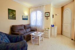 Гостиная / Столовая. Испания, Олива : Частная вилла в окружении пышной средиземноморской растительности, гостиная, 2 спальни, 2 ванных комнаты, бассейн, Wi-Fi, парковка