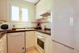 Кухня. Испания, Олива : Частная вилла в окружении пышной средиземноморской растительности, гостиная, 2 спальни, 2 ванных комнаты, бассейн, Wi-Fi, парковка