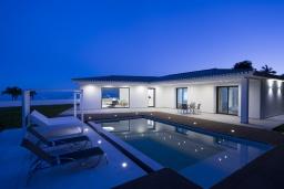 Территория. Испания, Пуэрто де ла Круз : Романтическая современная вилла с частным садом и открытым бассейном, 3 спальни, бесплатная парковка на территории, wi-fi