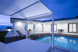 Фасад дома. Испания, Пуэрто де ла Круз : Романтическая современная вилла с частным садом и открытым бассейном, 3 спальни, бесплатная парковка на территории, wi-fi