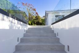 Вход. Испания, Пуэрто де ла Круз : Романтическая современная вилла с частным садом и открытым бассейном, 3 спальни, бесплатная парковка на территории, wi-fi