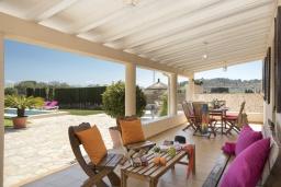 Терраса. Испания, Польенса : Просторный семейный загородный дом неподалеку от гор Трамунтана и самых красивых пляжей Майорки с бассейном, террасой, барбекю и собственной парковкой, 3 спальни, 2 ванные комнаты, Wi-Fi