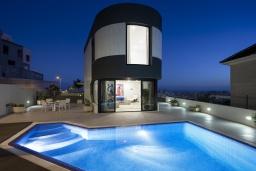 Вид. Испания, Санта-Крус-де-Тенерифе : Оригинальная уютная 4-х этажная вилла с открытой террасой и бассейном с подогревом, 5 спален, 3 ванные комнаты, Wi-Fi