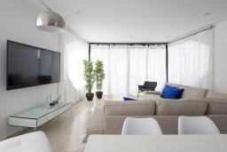 Испания, Санта-Крус-де-Тенерифе : Оригинальная уютная 4-х этажная вилла с открытой террасой и бассейном с подогревом, 5 спален, 3 ванные комнаты, Wi-Fi