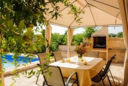 Обеденная зона. Испания, Феланикс : Атмосферная вилла для отдыха на Майорке, с 3 спальнями, 3 ванными комнатами и собственным бассейном.