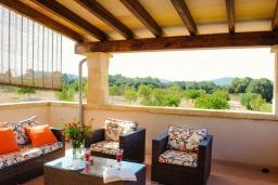 Терраса. Испания, Феланикс : Атмосферная вилла для отдыха на Майорке, с 3 спальнями, 3 ванными комнатами и собственным бассейном.