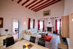 Гостиная / Столовая. Испания, Пего : Вилла с панорамным видом на море, гостиной, 2 спальнями, бассейном, Wi-Fi, кондиционерами во всех спальнях