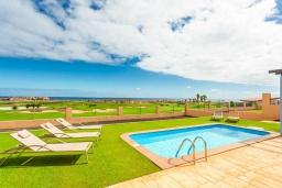 Вид. Испания, Фуэртевентура : Яркая красивая вилла может вместить до 6 человек с 3 спальнями, 3 ванными комнатами, а также отдельным бассейном с подогревом
