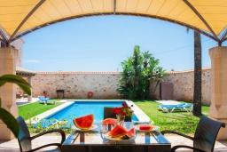 Обеденная зона. Испания, Эс-Лломбардс : Очаровательная вилла на испанском острове Майорка, вмещает до 8 человек с 4 спальнями, 4 ванными комнатами и собственным бассейном
