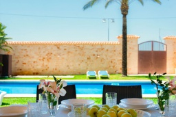 Терраса. Испания, Эс-Лломбардс : Очаровательная вилла на испанском острове Майорка, вмещает до 8 человек с 4 спальнями, 4 ванными комнатами и собственным бассейном