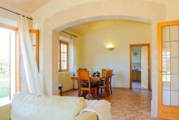Гостиная / Столовая. Испания, Эс-Лломбардс : Очаровательная вилла на испанском острове Майорка, вмещает до 8 человек с 4 спальнями, 4 ванными комнатами и собственным бассейном