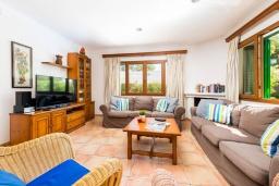Гостиная / Столовая. Испания, Кала-д'Ор : Красивая вилла с садом и частным бассейном, и вместимостью до 10 человек с 5 спальнями, 3 ванными комнатами