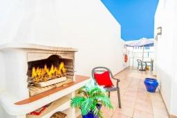 Зона барбекю / Мангал. Испания, Лансароте : Красивая вилла в морском стиле, с 2 спальнями, 2 ванными комнатами и собственным бассейном с подогревом.