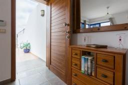 Вход. Испания, Лансароте : Красивая вилла в морском стиле, с 2 спальнями, 2 ванными комнатами и собственным бассейном с подогревом.
