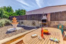 Зона барбекю / Мангал. Испания, Кан-Пикафорт : Яркая уютная вилла с 2 спальнями, 2 ванными комнатами и собственным бассейном, кондиционерами, Wi-Fi