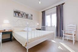 Спальня. Испания, Кан-Пикафорт : Шикарные апартаменты с террасой и отдельным входом