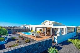 Вид на виллу/дом снаружи. Испания,  : Современная вилла с видом на море и частным бассейном, с 3 спальнями, 2 ванными комнатами, с кондиционерами и Wi-Fi