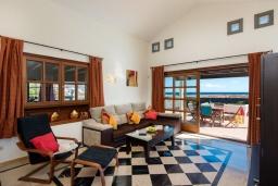 Гостиная / Столовая. Испания,  : Современная вилла с видом на море и частным бассейном, с 3 спальнями, 2 ванными комнатами, с кондиционерами и Wi-Fi