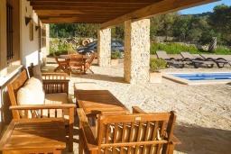Терраса. Испания, Алькудия : Солнечная вилла с красивым видом, с 3 спальнями, 2 ванными комнатами, частным бассейном, кондиционерами и Wi-Fi