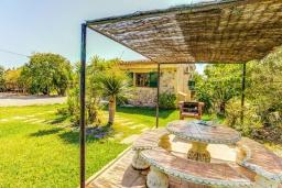 Беседка. Испания, Порт-де-Польенса : Сказочна озелененная вилла для отдыха на испанском острове, 2 спальни, ванная комната, частный бассейн, кондиционеры и Wi-Fi