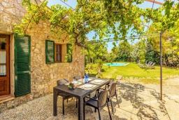 Патио. Испания, Порт-де-Польенса : Сказочна озелененная вилла для отдыха на испанском острове, 2 спальни, ванная комната, частный бассейн, кондиционеры и Wi-Fi