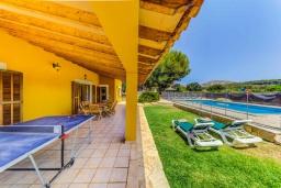 Терраса. Испания, Алькудия : Яркая вилла в традиционном стиле с частным бассейном, террасой и садом, с 4 спальнями, 3 ванными комнатами
