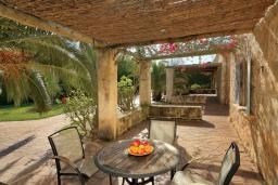 Терраса. Испания, Алькудия : Уютная вилла со стильным интерьером и красивым видом, с 4 спальнями, 4 ванными комнатами и собственным бассейном.