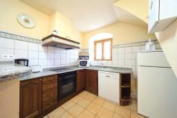 Кухня. Испания, Алькудия : Уютная вилла со стильным интерьером и красивым видом, с 4 спальнями, 4 ванными комнатами и собственным бассейном.