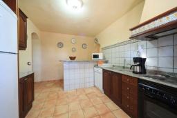 Кухня. Испания, Алькудия : Традиционная испанская вилла с частным бассейном и красивым видом на закат,  с 3 спальнями, 2 ванными комнатами