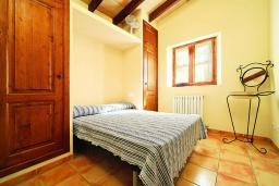 Спальня. Испания, Алькудия : Традиционная испанская вилла с частным бассейном и красивым видом на закат,  с 3 спальнями, 2 ванными комнатами