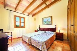 Спальня 2. Испания, Алькудия : Традиционная испанская вилла с частным бассейном и красивым видом на закат,  с 3 спальнями, 2 ванными комнатами