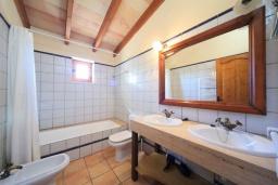 Ванная комната. Испания, Алькудия : Традиционная испанская вилла с частным бассейном и красивым видом на закат,  с 3 спальнями, 2 ванными комнатами