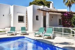 Вид на виллу/дом снаружи. Испания, Кала-д'Ор : Светлая уютная вилла с 4 спальнями, 4 ванными комнатами и собственным бассейном