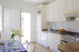 Кухня. Испания, Кала-д'Ор : Светлая уютная вилла с 4 спальнями, 4 ванными комнатами и собственным бассейном