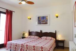 Спальня. Испания, Кала-д'Ор : Светлая уютная вилла с 4 спальнями, 4 ванными комнатами и собственным бассейном