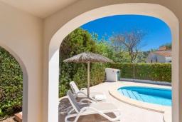 Терраса. Испания, Менорка : Яркая вилла с 3 спальнями, 2 ванными комнатами и собственным бассейном