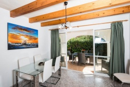 Гостиная / Столовая. Испания, Менорка : Яркая вилла с 3 спальнями, 2 ванными комнатами и собственным бассейном