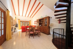 Гостиная / Столовая. Испания, Кала-де-Сант-Висент : Симпатичная вилла в небольшой рыбацкой деревне, с 4 спальнями, 3 ванными комнатами и частным бассейном.