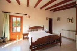 Спальня 3. Испания, Кала-де-Сант-Висент : Симпатичная вилла в небольшой рыбацкой деревне, с 4 спальнями, 3 ванными комнатами и частным бассейном.